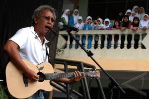 Musisi yang juga pecinta lingkungan hidup Iwan Fals. (ANTARA/Jafkhairi)