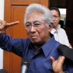 KABAR DUKA : Adnan Buyung Dimakamkan di TPU Tanah Kusir