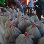 RAMADAN 2015 :  Gus Ipul Antar BNP2TKI Bagi Sembako Murah di Blitar