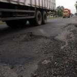Perbaikan Jl Solo-Purwodadi hambat Lalin