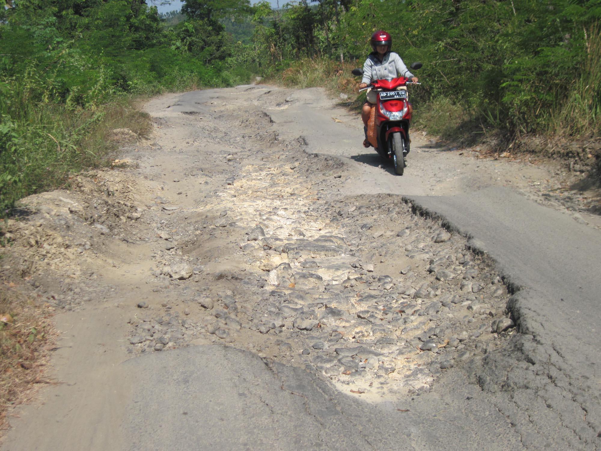 Ilustrasi jalan rusak