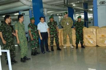 PENINJAUAN PABRIK -- Sejumlah perwira siswa (Pasis) Seskoad dari mancanegara melakukan peninjauan di PT Sritex yang selama ini dikenal dengan produk busana militer. (JIBI/SOLOPOS/Ist)