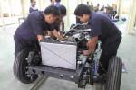 PERAKITAN -- Sejumlah siswa SMK sedang melakukan perakitan mesin mobil Esemka di Solo Techno Park. Terkait pengembangan industri nasional dan sekolah kejuruan, sinergi antara kedua institusi ini dituntut semakin baik. (JIBI/SOLOPOS/dok)