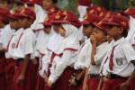 HARI PERS NASIONAL: Ribuan Siswa SD Sambut SBY