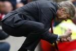 NAPOLI 2-0 ARSENAL : Wenger Kecewa Timnya Gagal Kunci Juara Grup