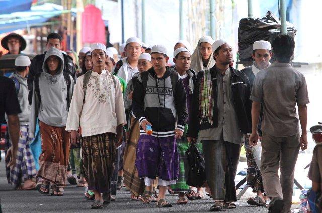 Para Tamu dari berbagai penjuru tanah air Selasa (13/2) mulai berdatangan untuk mengikuti Haul Habib Ali bin Muchammad bin Husein Al-Habsyi di Mesjid Riyadh, Pasarkliwon, Solo. Haul tersebut akan dilaksanakan hari ini Rabu (13/3/2013). (Sunaryo HB/JIBI/Solopos)