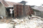 KECELAKAAN LALU LINTAS: Truk Tronton Seruduk Tiga Warung