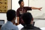 Dosen Muda Mengajar Anak Muda