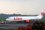 FULL SERVICES -- Sebuah pesawat Boeing 737-900ER milik Lion Air. Perusahaan penerbangan ini bakal merambah layanan full services dengan meluncurkan Batik Air yang akan melayani rute internasional dan domestik. (JIBI/Bisnis Indonesia/Andi Rambe)