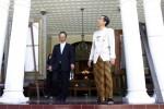 KUNJUNGAN DUBES JEPANG--Duta Besar Jepang Yoshinori Katori bersama Walikota Solo saat melihat bangunan rumah dinas walikota dalam kunjungan di Loji Gandrung Solo, Kamis (10/5/2012) kemarin.  (JIBI/SOLOPOS/Burhan Aris Nugraha)