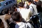 JOB FAIR--Pelamar mulai memadati job market fair di Asrama Haji, Boyolali, Selasa (29/5/2012).Bursa kerja ini diselenggarakan oleh Pemkab Boyolali mulai hari ini hingga Rabu (30/5/2012). (Farida Trisnaningtyas/JIBI/SOLOPOS)