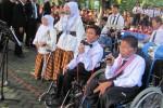 MENYANYI--Siswa difabel Kota Solo menyanyikan beberapa lagu dalam rangkaian upacara Hardiknas di Balaikota Solo, Rabu (2/5/2012). (Eni Widiastuti/JIBI/SOLOPOS)