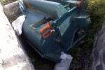 MASUK PARIT – Alat perontok padi masuk parit karena tidak bisa dikendalikan ketika melewati Jl Ngemplak-Nogosari, Ngemplak, Boyolali, yang menyebabkan satu korban tewas, Minggu (3/6/2012).(ist)
