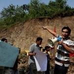 Aksi warga saat menyegel sejumlah alat berat yang menambang bukit Wonolelo beberapa waktu lalu (JIBI/Harian Jogja/Desi Suryanto)