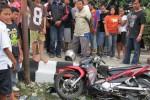 MOTOR RINGSEK-Sepeda motor Yamaha Jupiter ringsek setelah ditabrak bus Safari di perempatan Surowedanan, Pulisen, Boyolali Kota, Jumat (8/6/2012) sore. Akibatnya, satu pengendara motor luka.  (JIBI/SOLOPOS/Farida Trisnaningtyas)