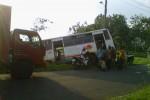 HINDARI TABRAKAN-Bus PO Budi Rahayu yang dikemudikan Marwan terperosok ke kebun jagung di Tanjung, Klego, Boyolali, Jumat (8/6/2012), karena menghindari tabrakan dengan sepeda motor yang menyeberang jalan. (JIBI/SOLOPOS/Nenden Sekar Arum N)