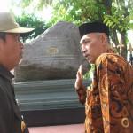 Walikota Jogja Haryadi Suyuti bersama Sekretaris Paguyuban Wehrkreis III Beni Sugito mengunjungi penanda peristiwa Yogya Kembali di kawasan Malioboro Jogja, Jumat (29/6). (JIBI/Harian Jogja/Akhirul Anwar)