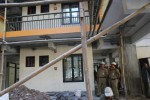 Rombongan Bupati Klaten, Sunarna, meninjau proses pembangunan rusunawa di Kelurahan Bareng Lor, Kecamatan Klaten Utara, Klaten, Senin (25/6/2012). (JIBI/SOLOPOS/Moh Khodiq Duhri)