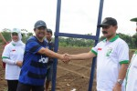 KANTOR PEMKAB-Bupati Boyolali, Seno Samodro berjabat tangan dengan Ketua DPRD Boyolali, Paryanto di kompleks Kantor Pemkab baru di Kelurahan Kemiri, Kecamatan Mojosongo akhir pekan kemarin. Kantor Badan Perencanaan Pembangunan Daerah (Bappeda) menjadi kantor kedua yang dibangun. (istimewa)