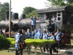 Sejumlah pengunjung berfoto di lokomotif tua yang terdapat di Museum Kereta Api Ambarawa, Jawa Tengah. (JIBI/Harian Jogja/Bhekti Suryani)