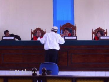 Mantan Kepala KUA Bulukerto, Kabupaten Wonogiri, Joko Lelono saat persidangan di Pengadilan Negeri Wonogiri (JIBI/SOLOPOS/dok)