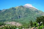 Deretan permukiman penduduk di lereng Merapi, Jumat (13/7/2012). Beberapa pekan terakhir kerapkali terjadi longsoran di puncak. (JIBI/SOLOPOS/Farida Trisnaningtyas)