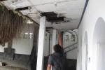 Kondisi langit-langit kamar mandi bilas di pemandian Umbul Ngabean, Pengging, Boyolali terlihat sudah lapuk dan rusak. Kondisi ini dikeluhkan pengunjung objek wisata tersebut. (JIBI/SOLOPOS/Farida Trisnaningtyas)