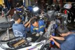 MUDIK: Bengkel Motor Tambah Teknisi Di Jalur Mudik