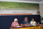 Ketua Pelaksana, Endjat Djaenuderadjat saat memberikan keterangan kepada wartawan terkait pelaksanaan Konferensi International Associations of Historians of Asia (IAHA) di Hotel Sahid Jaya, Minggu (1/7/2012) malam. Konferensi IAHA ini bakal berlangsung Senin-Jumat (2-6/7). (Espos/Farida Trisnaningtyas)