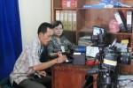 Warga Kecamatan Sambi tengah melakukan perekaman data E-KTP di kantor kecamatan, Rabu (11/7/2012). Perekaman data E-KTP di Sambi sempat terkendala lantaran sejumlah alat hilang dicuri. (Farida Trisnaningtyas/JIBI/SOLOPOS)