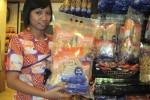 PENGANAN RAMADAN: Belanja Online dan Kirim Paket Lebih Praktis