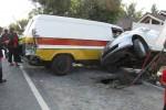 Kecelakaan karambol melibatkan bus Rosalia, mobil Honda Jazz dan Daihatsu, terjadi di Jalan Boyolali-Kartasura tepatnya di Desa Randusari, Teras, Selasa (14/8/2012) sore. Dalam kejadian itu, tidak ada korban jiwa, hanya mobil Daihatsu dan Honda Jazz yang ringsek. (JIBI/SOLOPOS/Farida Trisnaningtyas)