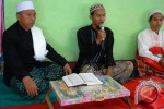 Pimpinan Jamaah Tarekat Naqsabandiyah Kholidiyah, KH Nasuha Anwar (kiri). (JIBI/SOLOPOS/Antara)