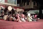 Salah satu peserta parade rebana tampil di panggung perayaan malam takbiran di halaman kompleks perkantoran Pemkab Sragen, Sabtu (18/8/2012) malam. (JIBI/SOLOPOS/Nenden Sekar Arum N)