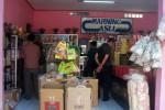 Pembeli memilih makan khas Boyolali di salah satu toko penyedia oleh-oleh di Jl Pandanaran, Boyolali, Senin (20/8/2012). (JIBI/SOLOPOS/Catur Andrianto)