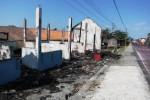 Puing-puing sisa kebakaran yang terjadi di lima kios di jalan raya Boyolali-Kartasura tepatnya di depan SDN 2 Mojosongo, Kamis (23/8/2012). Kebakaran ini diduga karena korsleting. (JIBI/SOLOPOS/Farida Trisnaningtyas)