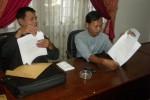 Ketua Paguyuban Masyarakat Pedulu Gumpang (PMPG), Prayitno (paling kanan) didampingi Sekretaris PMPG, Darsono (tengah) memberi keterangan di Gedung DPRD Sukoharjo, Kamis (30/8). (JIBI/SOLOPOS/Iskandar)