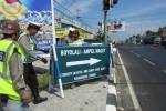 Petugas memasang tanda pengalihan arus di pertigaan Bangak, Kecamatan Banyudono, Boyolali, Rabu (22/8/2012). (Farida Trisnaningtyas/JIBI/SOLOPOS)