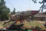 Replika Pesawat-Replika pesawat tempur dipajang oleh warga untuk memeriahkan HUT ke-67 RI di tepi jalan Dukuh Poncol, Canden, Sambi, Boyolali, Rabu (15/8/2012). (Catur Andrianto/JIBI/SOLOPOS)