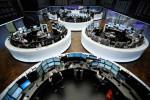 Pialang beraktivitas di galeri bursa saham Frankfurt, Jerman,(JIBI/SOLOPOS/Reuters)
