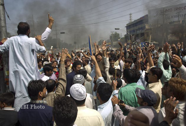Massa demonstran menggelar aksi anti-Amerika di rawalpindi, Pakistan, Jumat (21/9/2012). (yehaoonews)