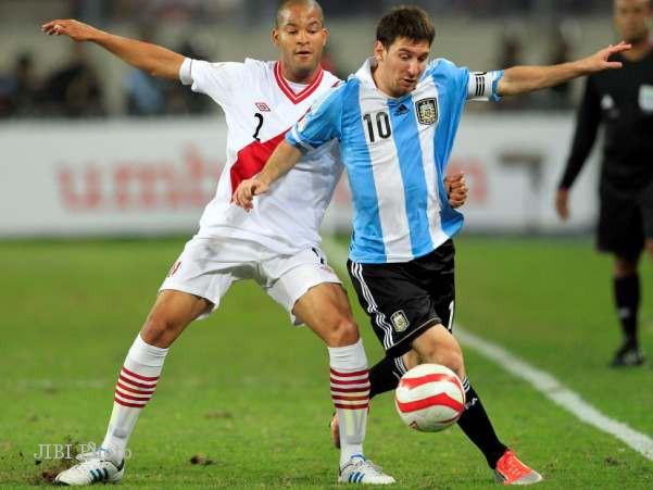 Ditahan Peru Argentina Salahkan Lapangan Internasional Solopos Com