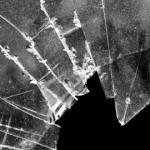 Ilustrasi pecah kaca mobil (Dok/JIBI)