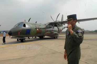 CN 295 diparkir di apron Lanud Halim Perdanakusuma Jakarta beberapa waktu lalu. (JIBI/Bisnis Indonesia/Nurul Hidayat)
