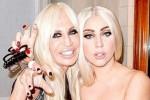 Foto Bareng Donatella Versace, Lady Gaga Topless