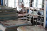 Pembaca menikmati fasilitas Perpustakaan Umum Kabupaten Boyolali, Kamis (18/10/2012). (Oriza Vilosa/JIBI/SOLOPOS)