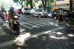 LALU LINTAS KARANGANYAR : Dishubkominfo Perkenalkan Markah Warna Merah di Jl. Lawu, Ini Fungsinya
