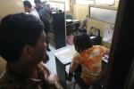 Dua dari lima belas orang Sales Promotion Girl (SPG) mendatangi Satreskrim Polresta Solo untuk melaporkan event organizer Tigapro, Kamis (29/11/2012).  (Sunaryo Haryo Bayu/JIBI/SOLOPOS)