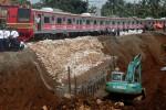 KRL Bogor-Jakarta Mulai Dioperasikan Kembali, Perbaikan Jalur Terus Dilakukan