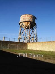 atap penjara alcatraz yang diyakini menjadi titik pelarian frank morris dan anglin bersaudara